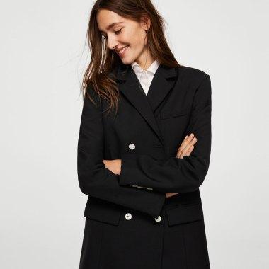 https://shop.mango.com/es/mujer/chaquetas-americanas/americana-botones-contraste_21077700.html?c=99&n=1&s=nuevo